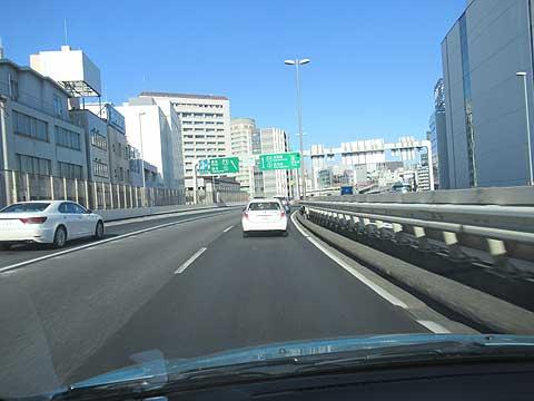 都会での車の運転