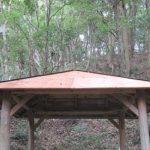 やすらかの森東屋の屋根のトタンが…