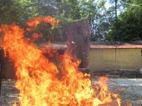 お焚き上げ供養火がクライマックス