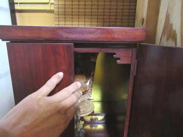 仏壇の扉の開け閉め