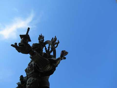 毘沙門天と青空