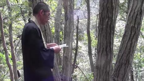 僧侶が行う森の散骨